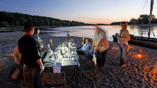 camping with friends on the banks of the Loire