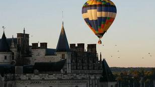 hot air balloon ride over the castle of amboise