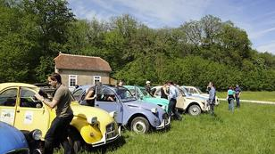 teambuilding 2CV tour in the Loire Valley